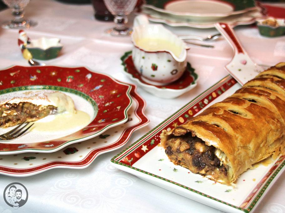 apfelstrudel rezept backen 3 | Wie ihr schon mit bekommen habt, sind wir bereits mitten in der Weihnachtsbäckerei angekommen und bei uns zu Hause duftet es fast jeden Tag so, als dass ihr denken könntet, ihr wäret auf einem Weihnachtsmarkt. Ok … Der Glühweinduft fehlt in unserer Küche bisher noch ?. Das ändern wir bestimmt ganz bald!Aber da wir euch nicht nur leckere süße Schweinereien zeigen wollen, haben wir uns zusammen mit unseren lieben Bloggerfreunden Julia & Tim von Herr & Frau Hue und Theres & Benni von Gernekochen bereits an den Herd gestellt.