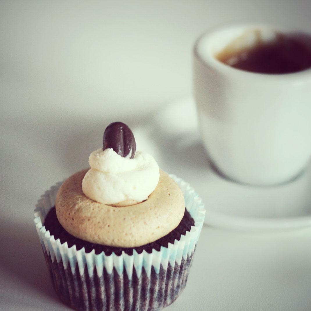 espresso cupcakes 2 | Wir hoffen, dass euch die kleinen Törtchen genauso gut schmecken, wie uns und hören gerne von euren Erfahrungen.