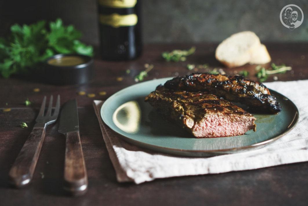 gegrillte lammlachse grillmarinade bbq mazzetti balsamico tino tipico rezept grillen | Wir beide sind ja total Fans, wenn es um Lammfleisch geht. Torsten mag sehr gerne Koteletts davon, denn irgendwie ist da irgendetwas von Oma Lore vererbt worden … Er knabbert halt gerne die Knochen ab.