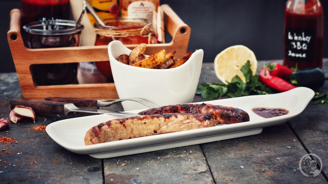 grillwurst asia style grillen rezept bbq 3 | Was darf bei einem BBQ-Dinner auf gar keinen Fall fehlen? Klar ... Grillwürstchen! Aber kaufen wollten wir natürlich keine, denn wir möchten euch ja zeigen, wie leicht es oft ist, solch leckere Sachen, selber herzustellen.