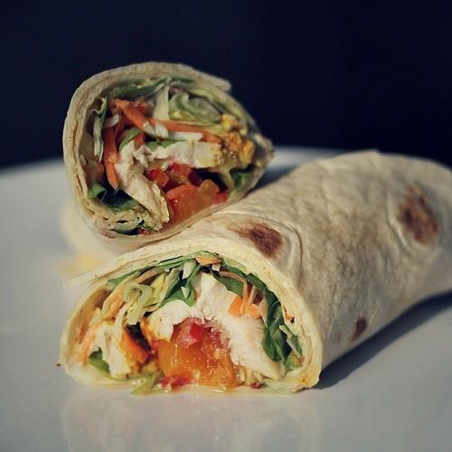 image 0 1 5 | Falls ihr die Wraps nicht sofort essen möchtet, verpack sie am besten in Alufolie, wie ein Lamacun.