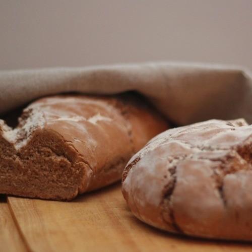 image 5 4 3 5 | Ganz lecker zu unserem kölschen Brot passt Bergkäse und ein Glas Rotwein, aber auch eine herzhafte Pastete.