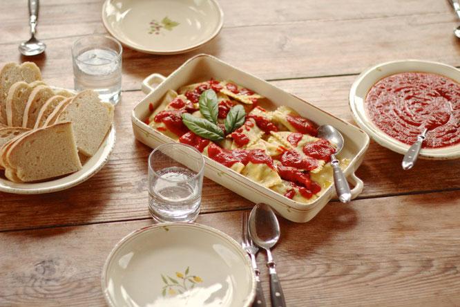 image 9 4 4 2 | Serviert sie nun mit der Tomatensauce und einem Ciabatta. Dazu passt perfekt ein Chianti Classico oder ein anderer italienischer Rotwein.