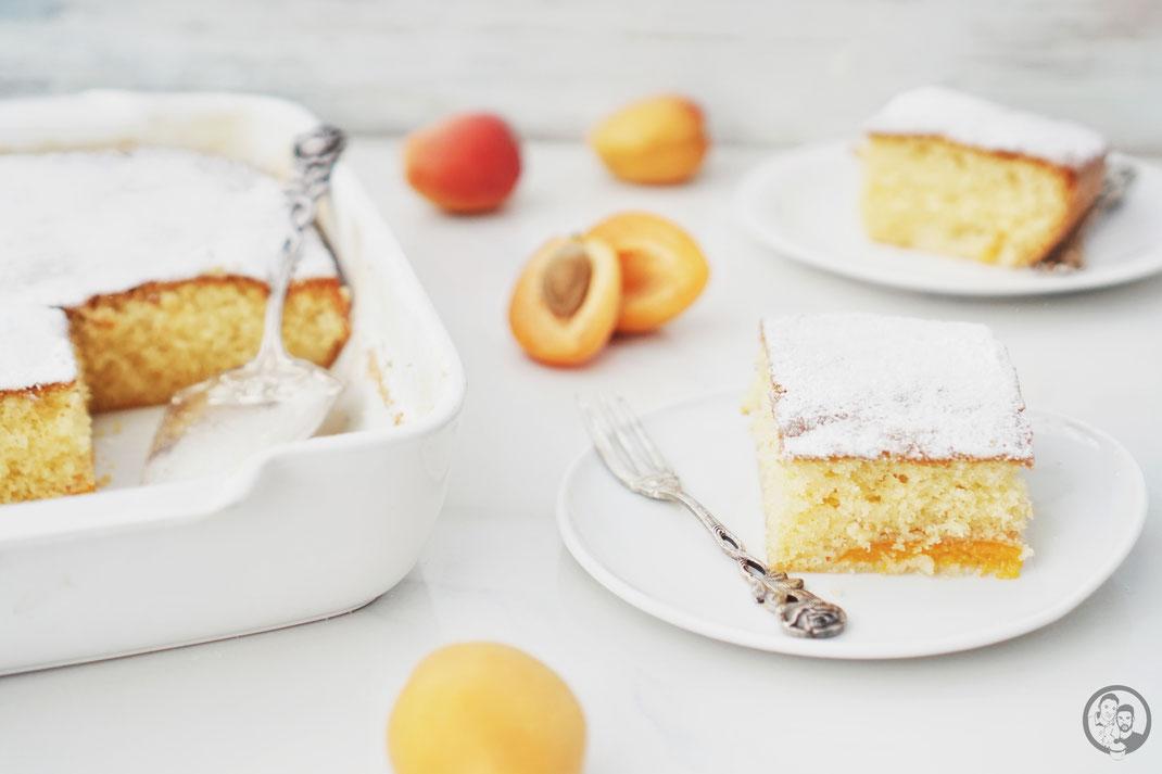 marillenkuchen aprikosenkuchen marille aprikose schnell easy rezept backen obstkuchen | Und schon wieder geht es heute um unsere Oma Lore. Da wir ja gerade am Wolfgangsee ein wirklich schönes langes Wochenende verbracht haben, passt dieser Kuchen einfach perfekt, denn die Oma hat in den Kriegsjahren ein Jahr lang bei Onkel Viktor in Salzburg gelebt und in seinem Sanatorium gearbeitet.