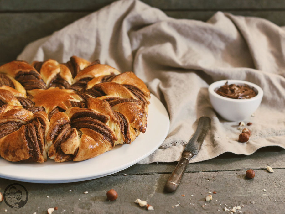 nutellablume rezept backen brot nutella 6 | Vor einigen Wochen hat uns das Filmteam vonGalileo angefragt, ob wir Lust hätten, bei einem Dreh zum Thema trendige Brote mitzumachen. Was für ne Frage?! Klar haben wir da nicht lange gefackelt und zugesagt!