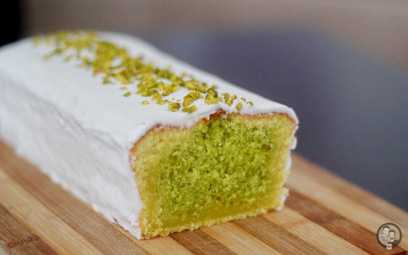 pistazien zitronen kuchen 8 | Am letzten Wochenende haben wir uns einen neuen Kuchen für die Osterfeiertage überlegt und ihn direkt einmal ausprobiert ... Nicht, dass er am Ostersonntag nicht klappt oder womöglich nicht schmeckt.