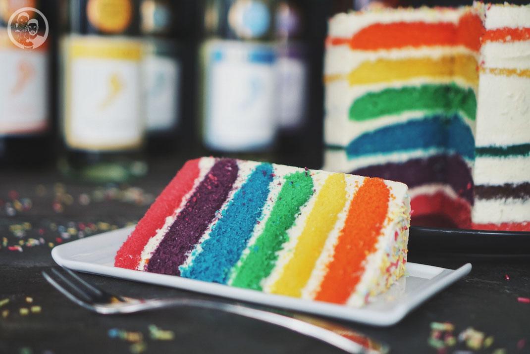 rainbow cake rezept backen digitalprideweek foodblogk%C3%B6ln | Heute haben wir ein ganzes Farben-Feuerwerk für euch mit dabei.