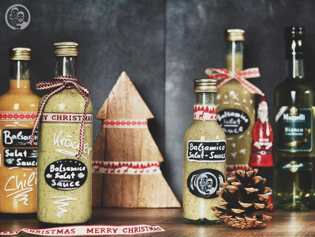 salatsauce balsamico condamiento dressing foodblog rezept k%C3%B6ln blog weihnachten 7 | Jetzt rücken die festlichen Tage immer näher. Der Baum wird schon ausgesucht, die Weihnachtsdeko und -musik ist längst allgegenwärtig und die Geschenke sind auch schon in der Planung. Aber ganz ehrlich ... denkt ihr nicht auch manchmal, dass die großen Wünsche, die man hin und wieder hat, eigentlich gar nichts für Weihnachten sind?!