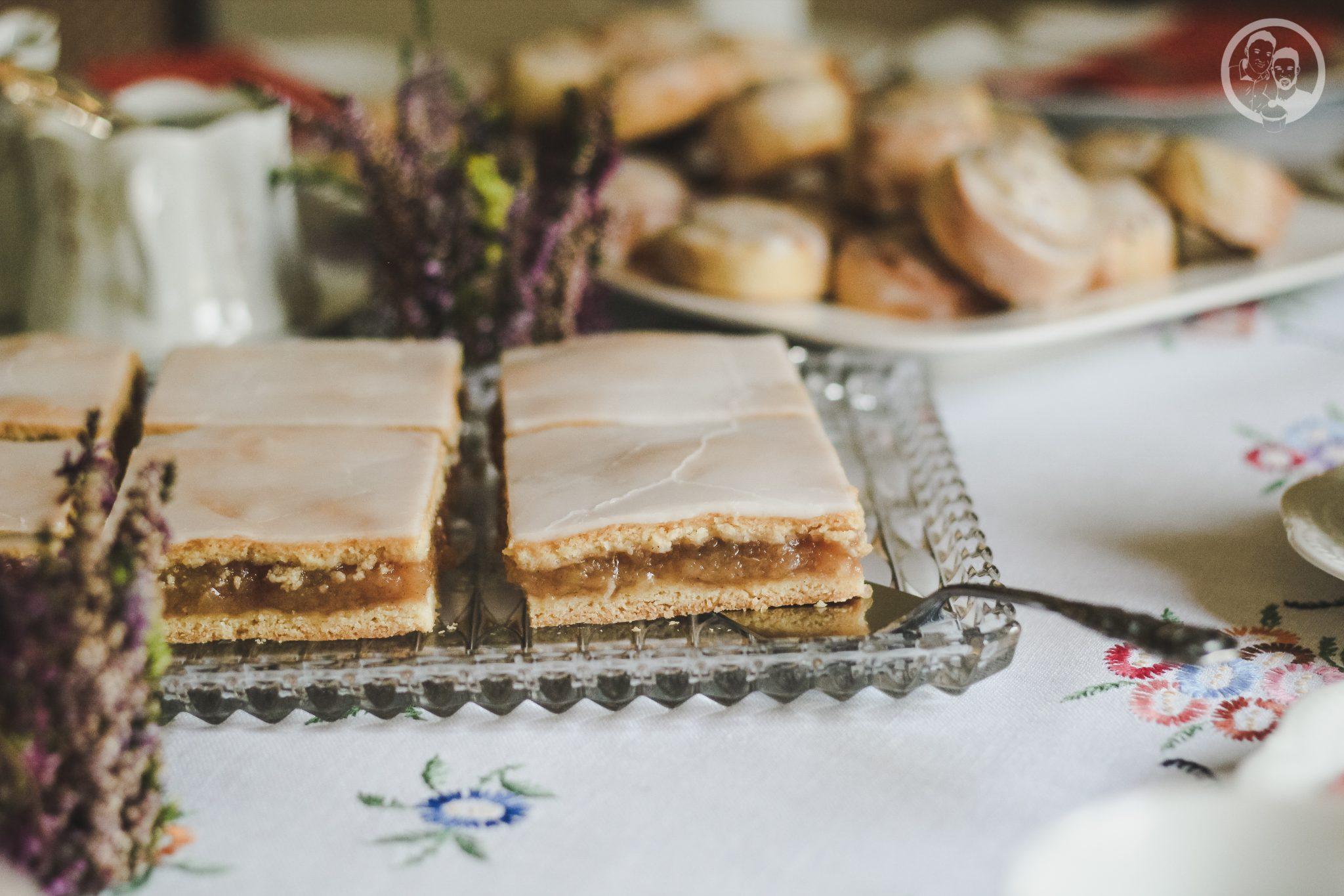 gedeckter_apfelkuchen-querformat