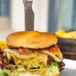 Burger auf Teller