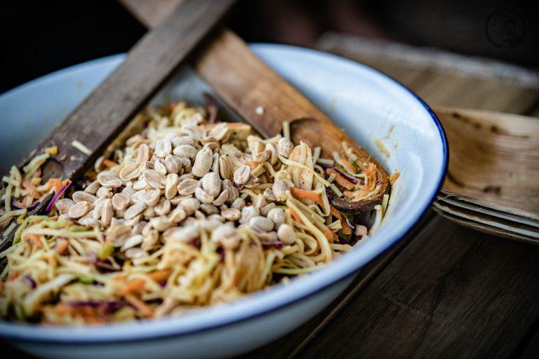Nudelsalat mit Erdnüssen
