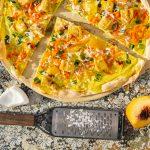 Flammkuchen auf Pizzastein