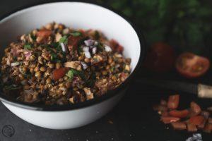 Linsen-Thunfisch-Salat in Schüssel