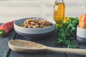 Weiße Bohnen Salat in Schüssel