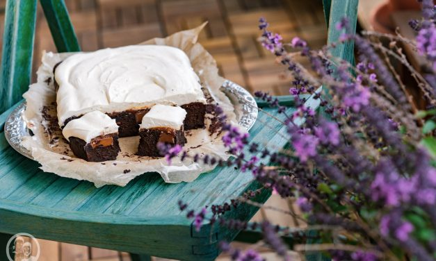 Karamell-Brownies mit Mascarponecreme