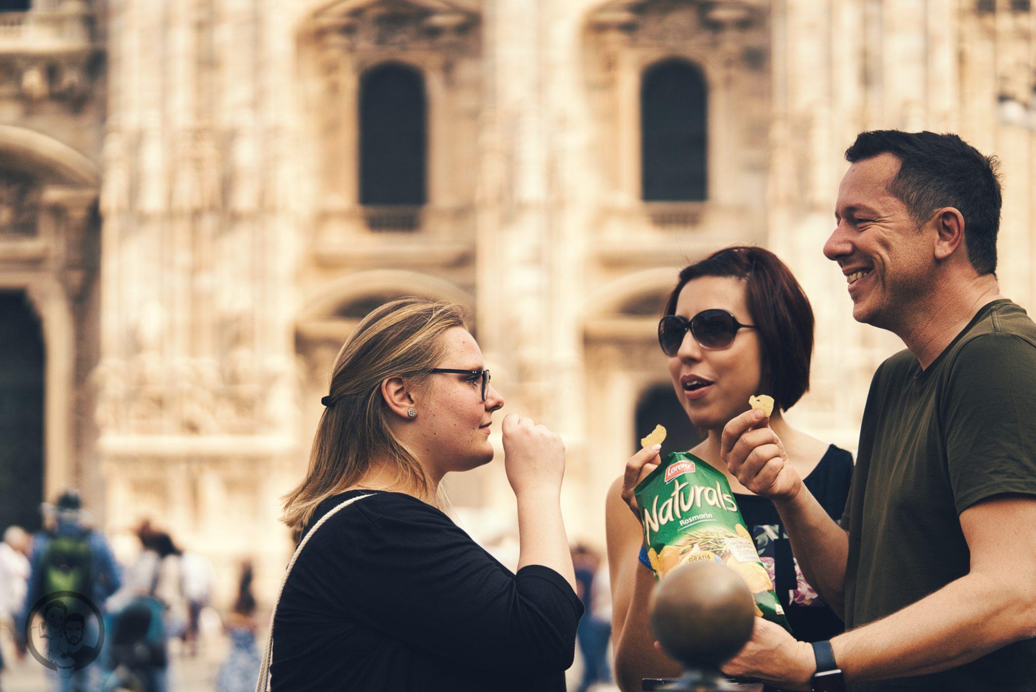 natural mailand aperitivo 18 | Vielleicht könnt ihr euch noch daran erinnern, dass wir uns vor ein paar Wochen mit einem neuen Rezept aus Mailand gemeldet haben. Denn genau dort dürften wir zwei schöne Tage verbringen. Die Stadt ist nicht nur für Mode sondern auch für eine tolle Food-Szene bekannt. Warum wir in Mailand waren und was unser neues Rezept für einen Pflaumen-Vermouth-Spritz damit zu tun hat und warum Naturals Chips der perfekte Begleiter dazu sind - das wollen wir euch heute zeigen.