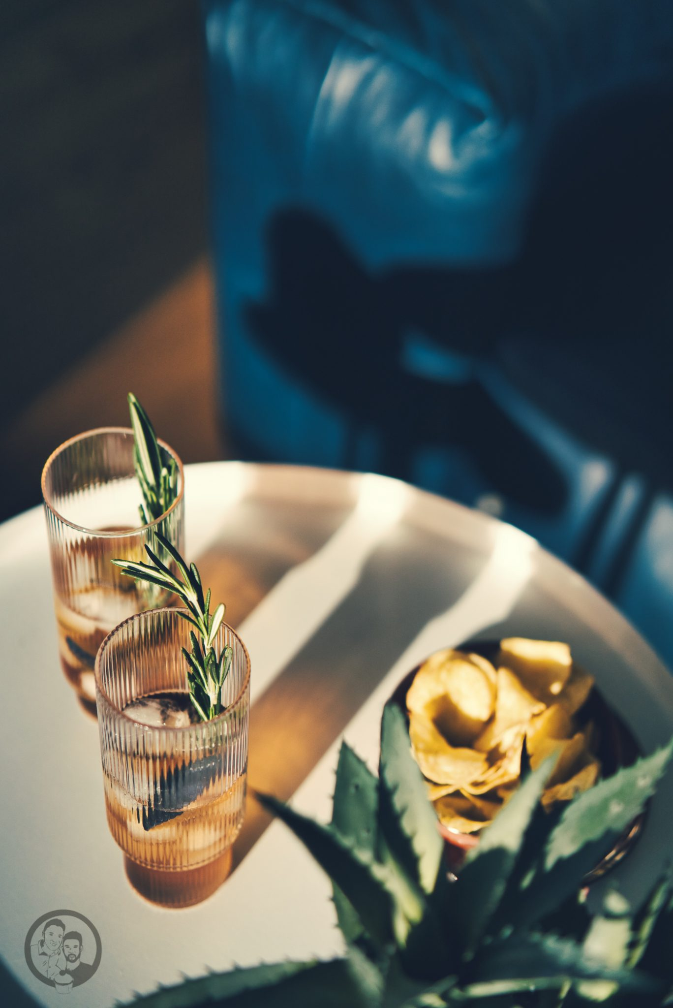 natural mailand aperitivo 73 | Vielleicht könnt ihr euch noch daran erinnern, dass wir uns vor ein paar Wochen mit einem neuen Rezept aus Mailand gemeldet haben. Denn genau dort dürften wir zwei schöne Tage verbringen. Die Stadt ist nicht nur für Mode sondern auch für eine tolle Food-Szene bekannt. Warum wir in Mailand waren und was unser neues Rezept für einen Pflaumen-Vermouth-Spritz damit zu tun hat und warum Naturals Chips der perfekte Begleiter dazu sind - das wollen wir euch heute zeigen.