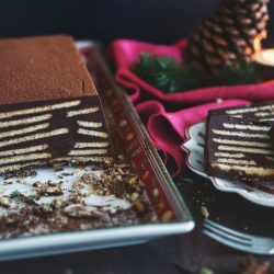 Kalter Adventshund ohne Palmfett 1 | Diesen Sonntag fängt nun wirklich die Adventszeit an. War es doch so, dass wir gefühlt vor einigen Wochen, noch in kurzer Hose herumlaufen konnten und nun soll es echt fast schon Weihnachten sein ... aber so ist das nun mal. Daher gibt es heute schon einen weihnachtlichen Kuchen ... Kalter Adventshund haben wir ihn genannt.