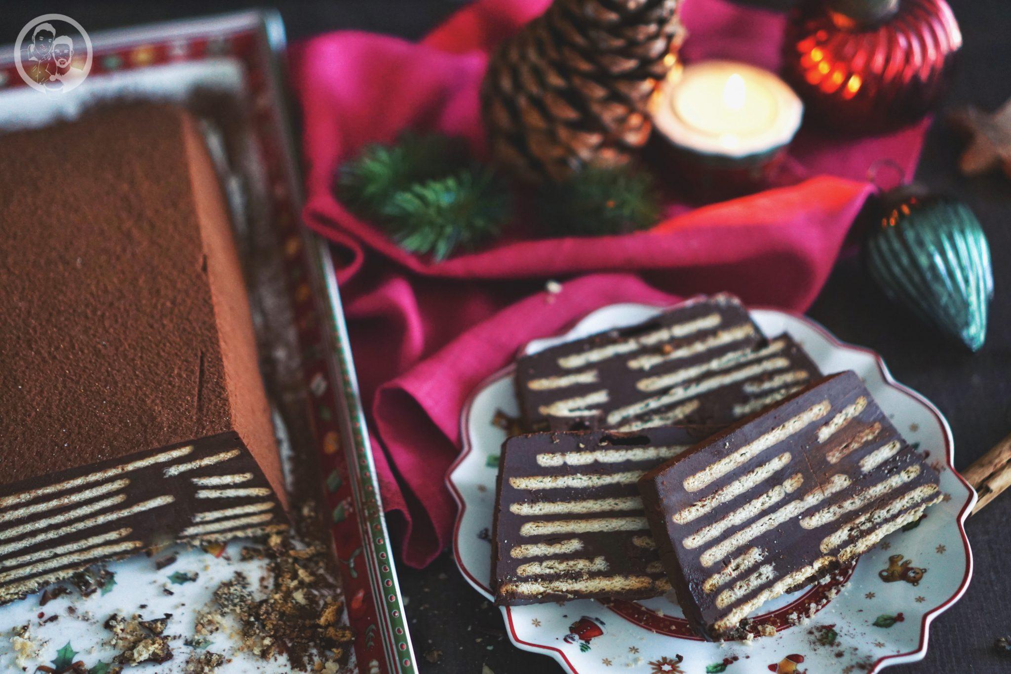 Kalter Adventshund ohne Palmfett 4 | Diesen Sonntag fängt nun wirklich die Adventszeit an. War es doch so, dass wir gefühlt vor einigen Wochen, noch in kurzer Hose herumlaufen konnten und nun soll es echt fast schon Weihnachten sein ... aber so ist das nun mal. Daher gibt es heute schon einen weihnachtlichen Kuchen ... Kalter Adventshund haben wir ihn genannt.