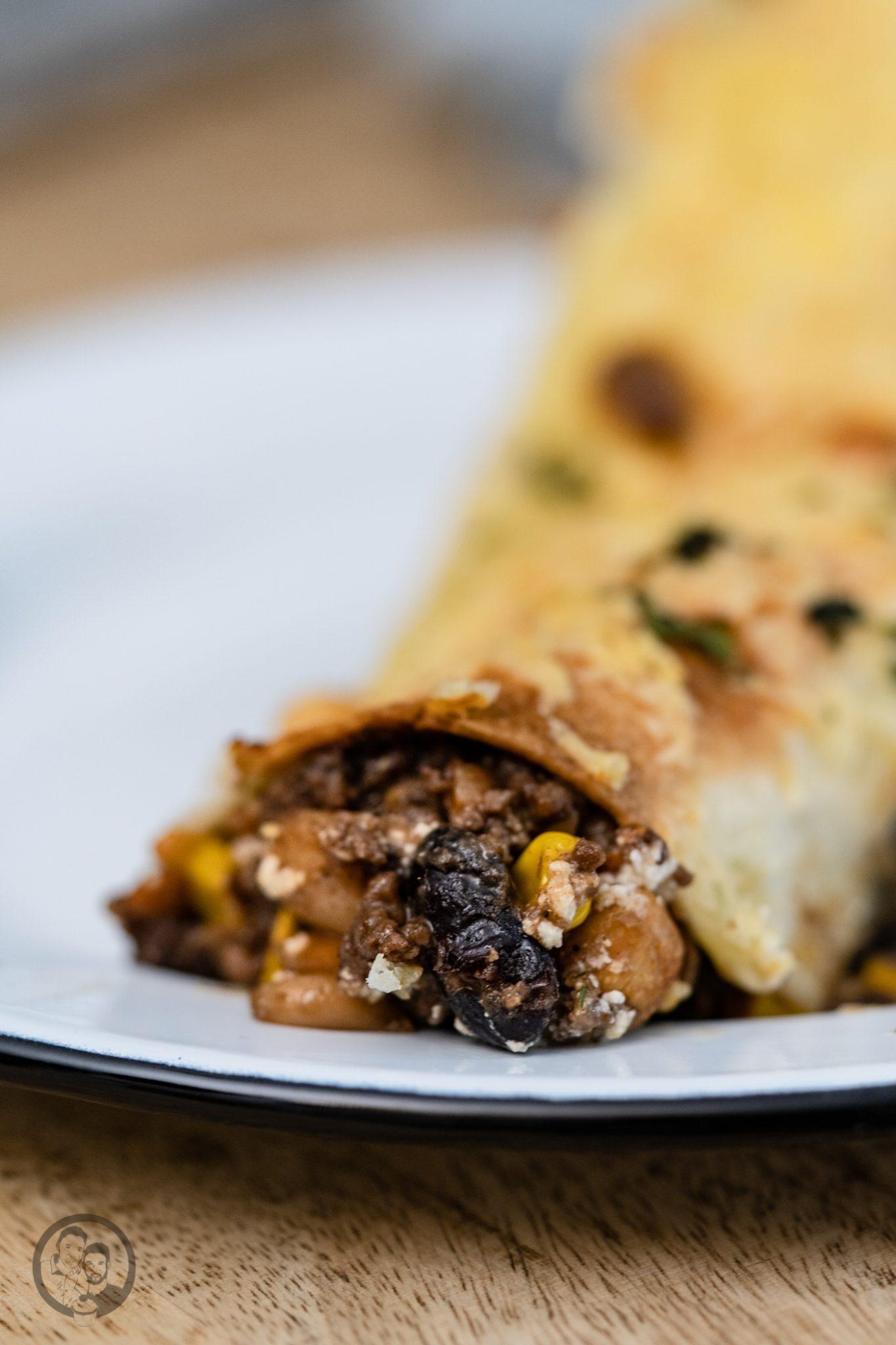 burrito %C3%BCltje 5 | Mittagessen, Partyfood oder ein Snack für zwischendurch. Das Rezept, das wir euch heute mitgebracht haben, ist sowas von vielfältig einsatzbereit, dass wir noch mehr aufzählen könnten. Burritos mit Rindfleischmole und ültje Erdnüssen ist eines dieser Rezepte, das wir aus mehreren Gründen lieben. Warum?