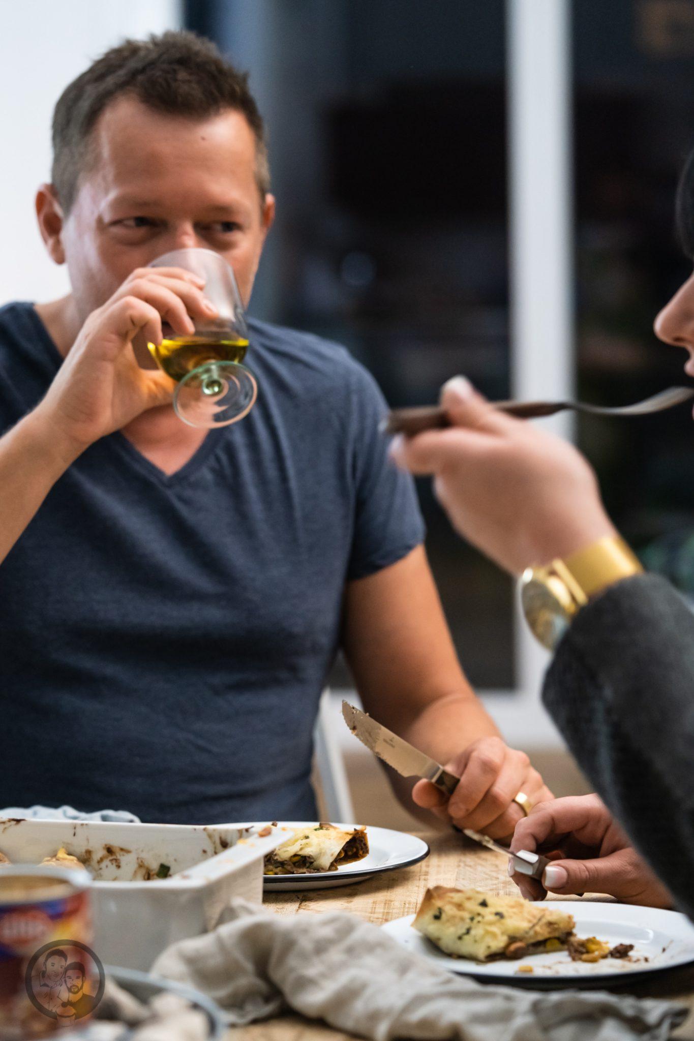 burrito %C3%BCltje 9 | Mittagessen, Partyfood oder ein Snack für zwischendurch. Das Rezept, das wir euch heute mitgebracht haben, ist sowas von vielfältig einsatzbereit, dass wir noch mehr aufzählen könnten. Burritos mit Rindfleischmole und ültje Erdnüssen ist eines dieser Rezepte, das wir aus mehreren Gründen lieben. Warum?