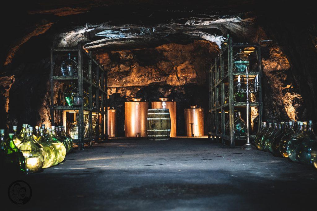 Brennerei Ziegler 22 | Torsten und ich haben in den letzten Jahren eine waschechte Sammelleidenschaft für Hochprozentiges entwickelt. Während Torsten ein ganz großer Fan von Whisky und Bränden verschiedenster Art ist, liegt bei mir der Fokus auf Rum und Gin. Umso mehr haben wir uns gefreut, dass wir Anfang Dezember eine der besten Brennereien Deutschlands besuchen durften - die Brennerei Ziegler! Da wir als Dankeschön auch etwas Leckeres mitbringen wollten, hatten wir eine Kiste Pralinen mit Schuss im Gepäck. Natürlich mit einem grandiosen Brand, Likör und Geist von der Brennerei Ziegler.