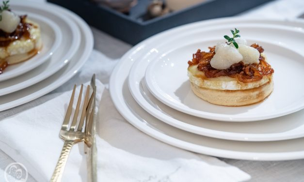 Camemberttaler mit Zwiebelconfit & Birne