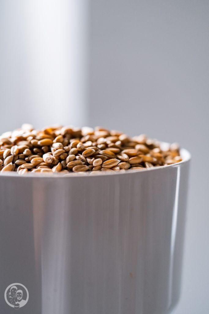 Kenwood Getreidem%C3%BChle 9 | Wir wissen ja nicht, wie es euch geht, aber wir fallen nach Weihnachten gerne mal in einen Kaufrausch und beschenken uns einfach selbst. Da ist auch immer eine Menge an neuen Küchengadgets dabei. Vielleicht ist unser heutiger Testbericht da genau das Richtige für euch. Denn wir haben uns die Getreidemühlen für die Kenwood Küchenmaschinen genauer angeschaut.