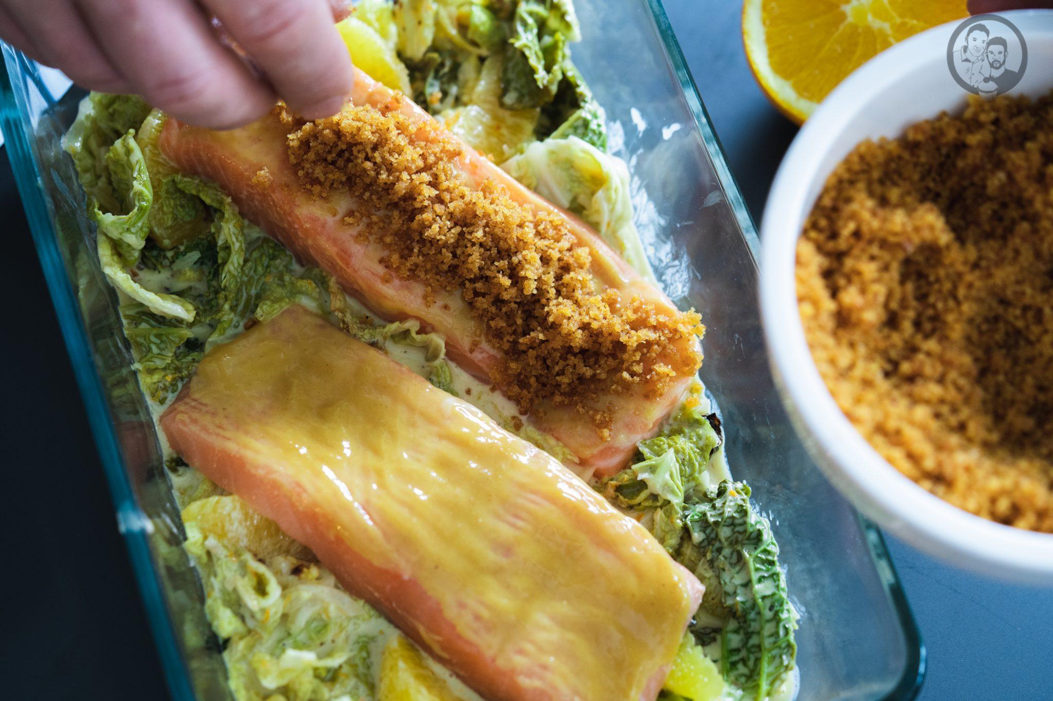 Lachs mit Lebkuchenkruste 3 | Wenn es um Fisch oder Meeresfrüchte geht, sind wir beide ja immer mit dabei. Wir mögen so gut wie jede Zubereitungsart. Ob gedämpft, gegrillt oder im Ofen gebacken. Daher freuen wir uns immer wieder sehr darüber, wenn wir ein neues Fischrezept vorstellen können. Heute geht es bei uns um ein leckeres Lachsfilet.