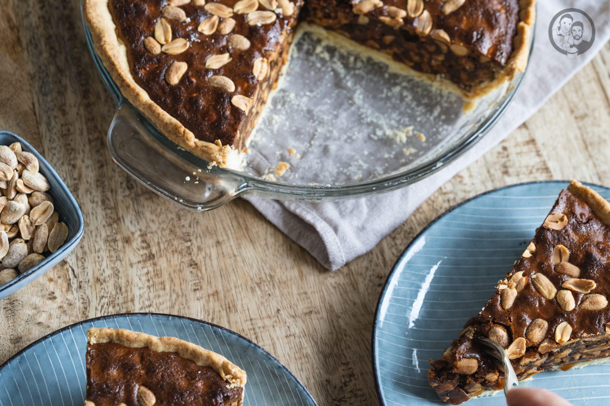 Peanut Pie 6 | Heute ist es wieder soweit und bei uns steht die Erdnuss im Mittelpunkt! Gemeinsam mit ültje haben wir euch schon so einige leckere herzhafte Gerichte mit Erdnüssen gezeigt. Zuletzt unsere unglaublich leckerenBurritos. Aber nun kurz vor Weihnachten, dachten wir uns, dass es jetzt auch mal süß und üppig zugehen darf. So entstand die Idee eines Peanut Pie!
