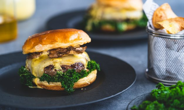 Cheeseburger mit Grünkohl & Rapsöl-Mayo