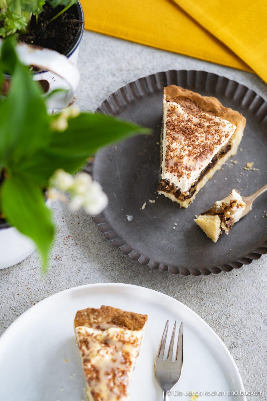 Cookie tarte eierlikör microplane 7 | Und weiter geht's mit unseren Ideen für euer Oster-Brunch. Nach den unverschämt guten Eggs Benedicts muss nun aber auch etwas Süßes auf den Tisch! An Ostern ist Eierlikör ein sehr gern gesehener Gast und auch bei unserem heutigen Rezept spielt er eine leckere Rolle. Wir haben eine wunderbare Sünde für die Ostertage gebacken, die ihr mit Sicherheit lieben werdet - eine Cookie-Tarte mit Tonkabohne & Eierlikör.