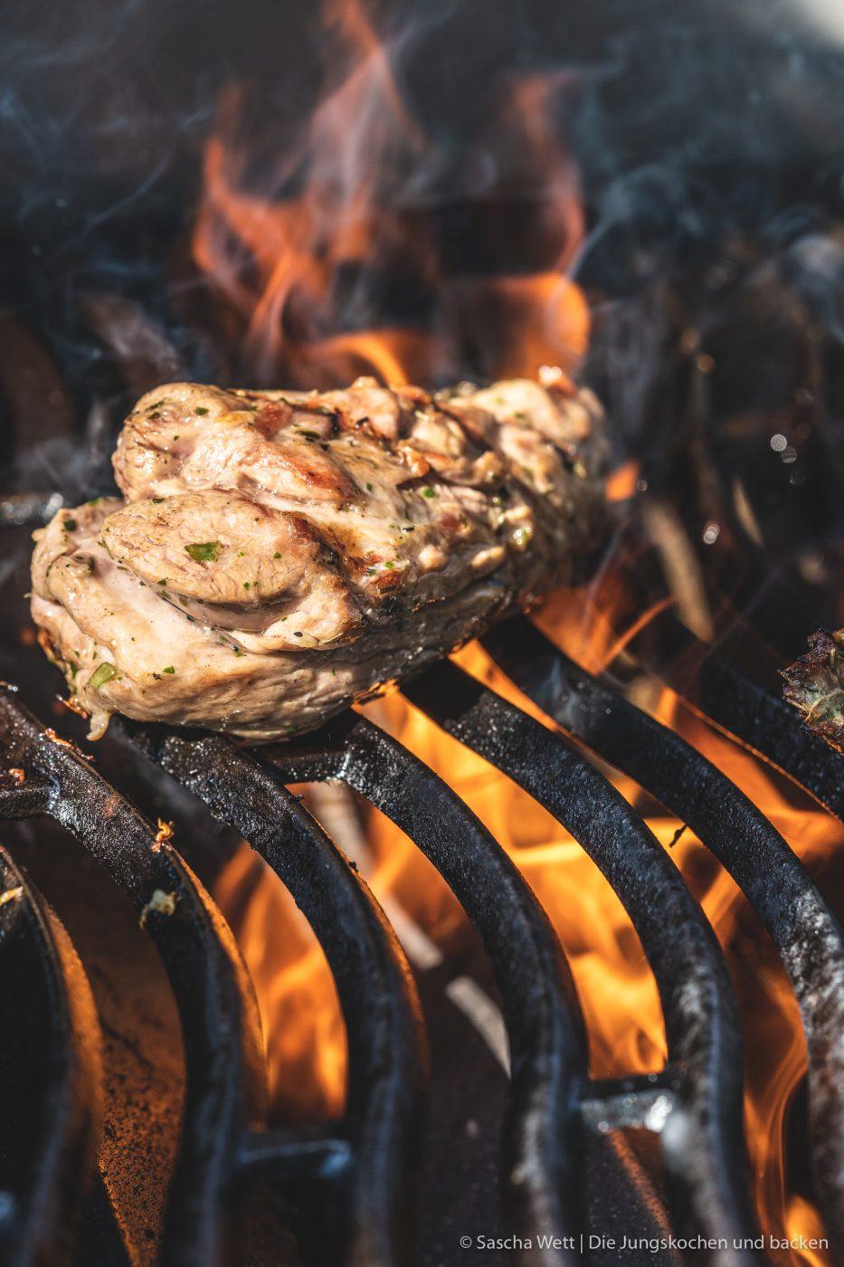 Island Lammfleisch vikingyr 4 | Vor einigen Wochen hatten wir die wundervolle Gelegenheit, das geniale Lammfleisch von Vikingyr kennenzulernen! Der isländische Star-Koch Gísli Matthías Auðunsson hat uns hautnah erleben lassen, wie unglaublich lecker das isländische Lammfleisch schmeckt. Wir und auch die anderen Eventteilnehmer waren einfach sofort Feuer und Flamme!! Warum das Lammfleisch von Vikingyr für uns das beste Lammfleisch ist, das wir bisher probieren durften und was genau dahinter steckt, darüber werden wir euch heute einen genaueren Einblick geben.
