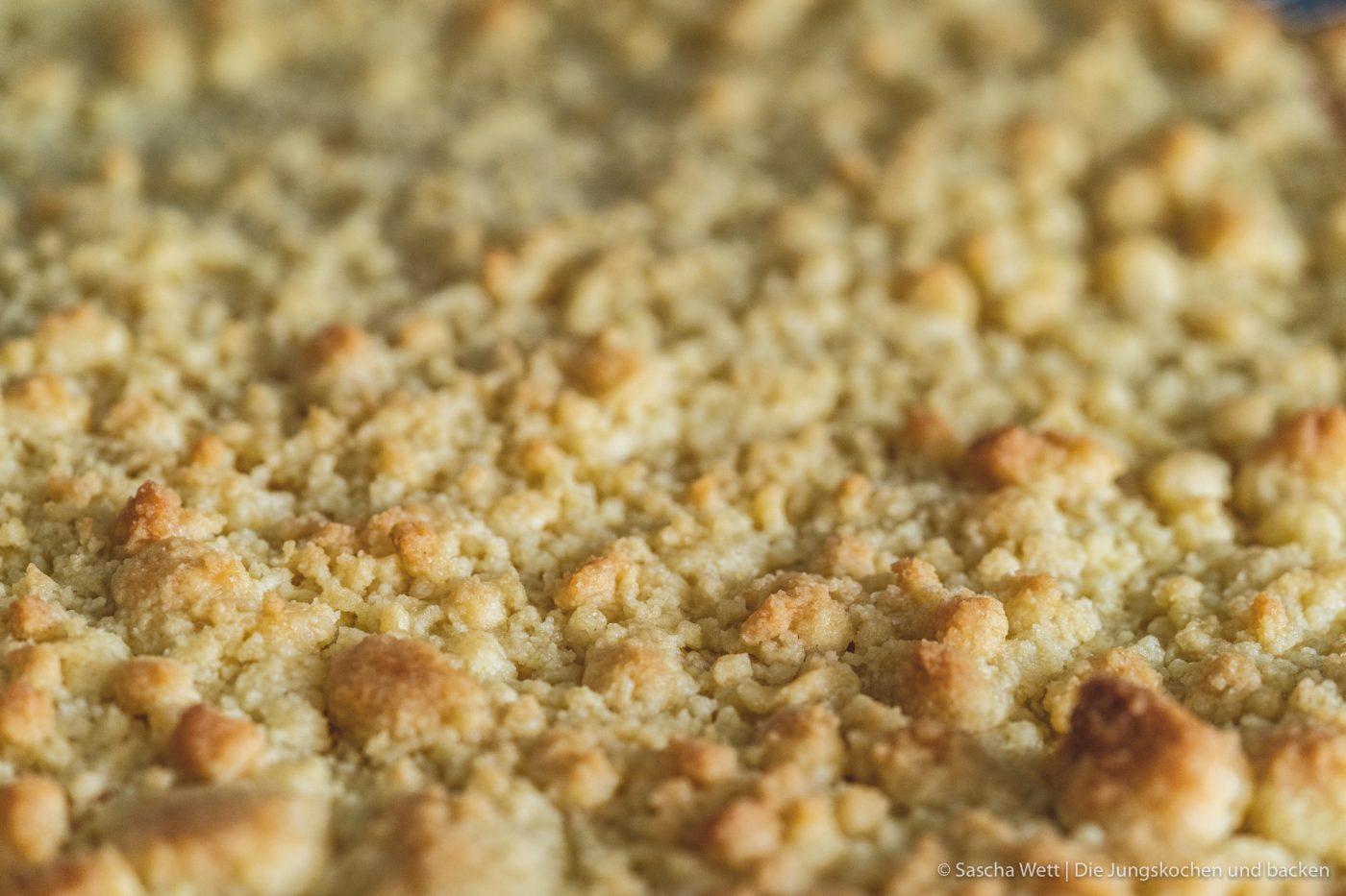Streuselkuchen Miele Rezeptvideo 2 | Wir hatten mal wieder so richtig Lust auf einen Blechkuchen. Nach viel Grübelei hat uns ein Kölner Bäcker auf die zündende Idee gebracht, denn dort gab es einen ganz einfachen Streuselkuchen. Leider sind die beim Bäcker oft super trocken und so kam uns der Gedanke, dass wir diesen Klassiker vom Blech einfach selber machen. Das ganze gibt es mal wieder als praktisches Rezeptvideo!!!