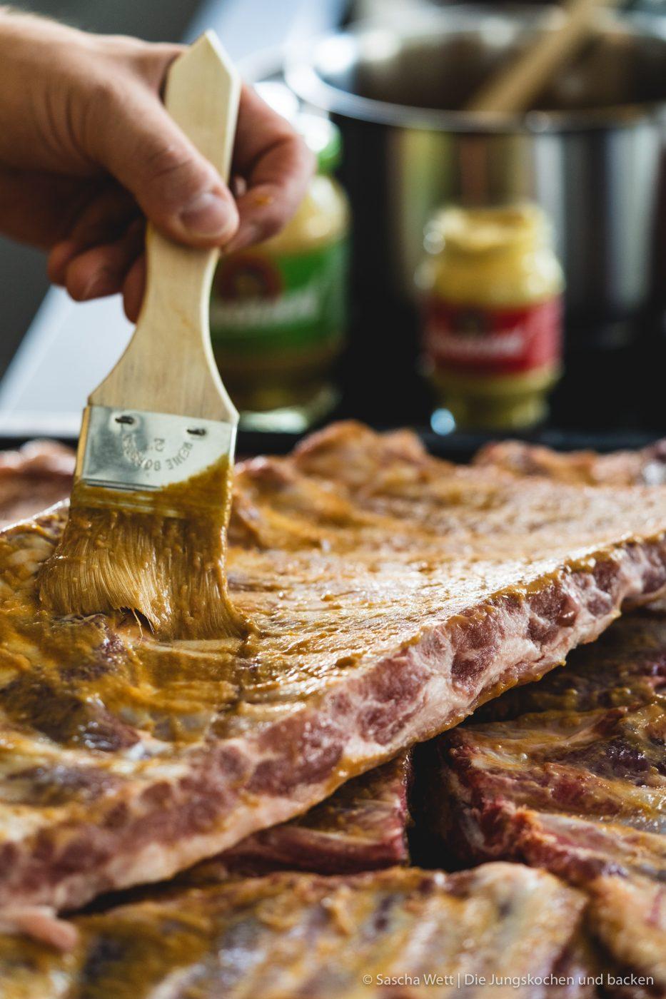 Spare Rips  L%C3%AEwensenf BBQ 1 | Heute haben wir es endlich geschafft, eines unserer liebsten Grillgerichte auf den Blog zu bekommen - saftige Spareribs! Allerdings haben wir sie mal nicht mit einer klassischen BBQ-Sauce mariniert, sondern gemeinsam mit Löwensenf eine super leckere Apfel-Senf-Marinade entwickelt und der fruchtig, scharfe Geschmack ist einfach perfekt.