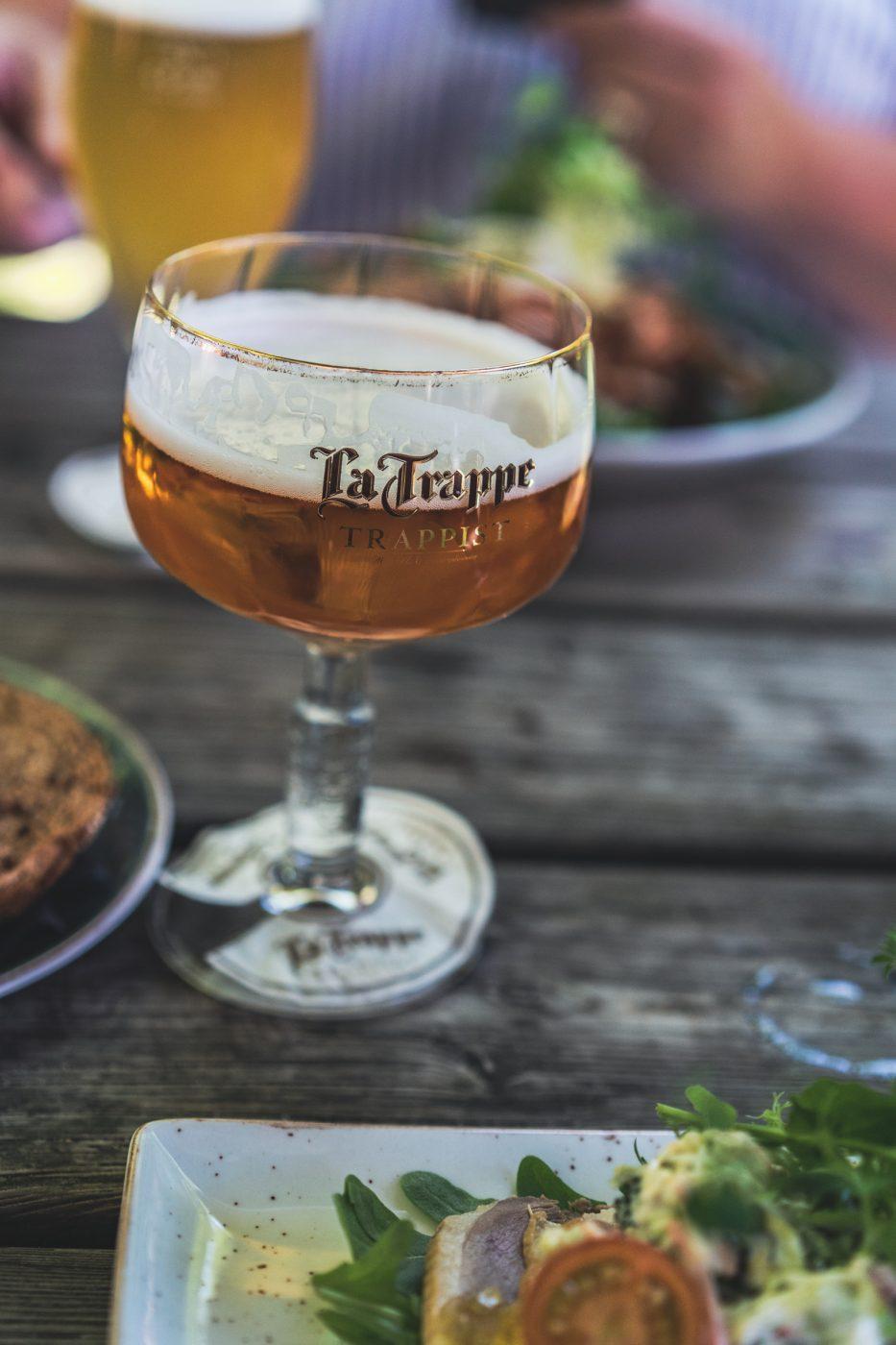 Visit Brabant Tilburg 16 | Wenn ihr wie wir im Westen der Republik wohnt, dann werdet ihr das kennen. Der schnellste Weg ans Meer ist der, zurniederländischen Küste! Genau da waren wir auch schon oft mit Freunden, aber das Landesinnere haben wir auch meist weniger beachtet. Dabei gibt es eine super spannende Region und das mal gerade 2 Stunden mit dem Auto entfernt - Brabant. Diese Region in den Niederlanden gilt als das Foodie-Paradies schlechthin und wir haben uns mehr als gefreut, genau diese Aussage einmal auf die Probe zu stellen. Also gibt es heute den ultimativen Foodguide für euch!