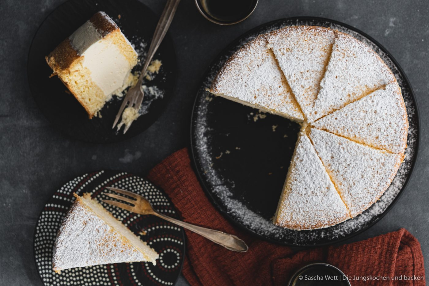 K%C3%A4se Sahne Torte Verpoorten 14 | Wir beide haben schon seit ganz langer Zeit vor, eine für uns ganz besondere Torte selber einmal zuzubereiten. Die Käse-Sahne-Torte. Warum etwas ganz Besonderes? Irgendwie hatten unsere beiden Omas eine Vorliebe dafür. Die Käse-Sahne-Torte kam sowohl bei Oma Lore, als auch bei Saschas Oma Frieda immer wieder auf den Kaffeetisch, wenn sich Gäste angekündigt hatten oder ein Feiertag anstand. Allerdings haben sie den damals nicht so fruchtig verfeinert, wie wir heute.