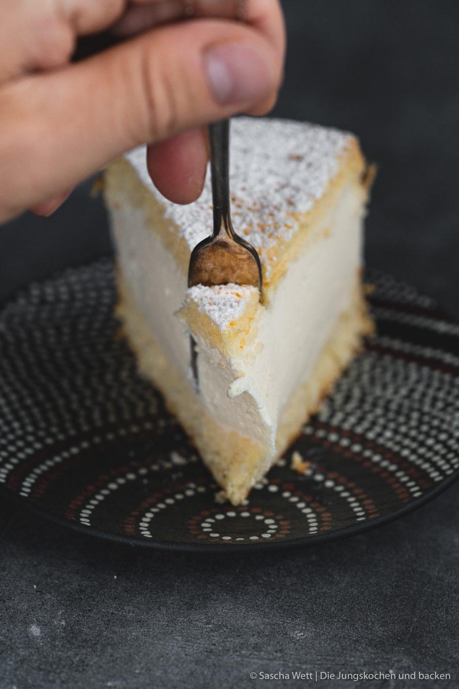 K%C3%A4se Sahne Torte Verpoorten 15 | Wir beide haben schon seit ganz langer Zeit vor, eine für uns ganz besondere Torte selber einmal zuzubereiten. Die Käse-Sahne-Torte. Warum etwas ganz Besonderes? Irgendwie hatten unsere beiden Omas eine Vorliebe dafür. Die Käse-Sahne-Torte kam sowohl bei Oma Lore, als auch bei Saschas Oma Frieda immer wieder auf den Kaffeetisch, wenn sich Gäste angekündigt hatten oder ein Feiertag anstand. Allerdings haben sie den damals nicht so fruchtig verfeinert, wie wir heute.