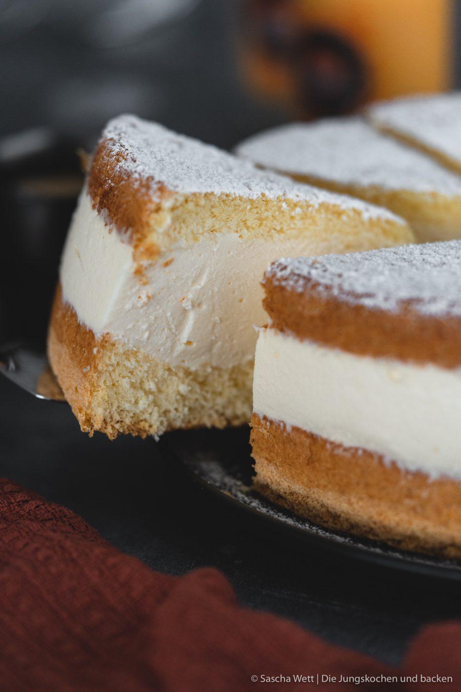 K%C3%A4se Sahne Torte Verpoorten 5 | Wir beide haben schon seit ganz langer Zeit vor, eine für uns ganz besondere Torte selber einmal zuzubereiten. Die Käse-Sahne-Torte. Warum etwas ganz Besonderes? Irgendwie hatten unsere beiden Omas eine Vorliebe dafür. Die Käse-Sahne-Torte kam sowohl bei Oma Lore, als auch bei Saschas Oma Frieda immer wieder auf den Kaffeetisch, wenn sich Gäste angekündigt hatten oder ein Feiertag anstand. Allerdings haben sie den damals nicht so fruchtig verfeinert, wie wir heute.