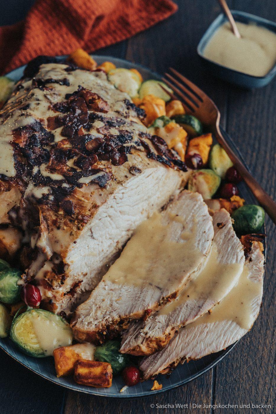 Magic Dust Turkey WeLoveGefl%C3%BCgel 3 | Heute steht unser Rezept ganz im Zeichen des Truthahns, denn wir beenden heute eine ganz fantastische Blog-Parade! Gemeinsam mit We Love Geflügel haben wir liebe Bloggerfreunde nach ihren liebsten Thanksgiving-Rezepten mit Truthahn gefragt. Dabei sind eine Menge genialer Gerichte entstanden, aber dazu später mehr. Heute ist es dann soweit und pünktlich zu Thanksgiving haben wir hier das Rezept für einen Magic Dust Turkey im Speckmantel für euch.