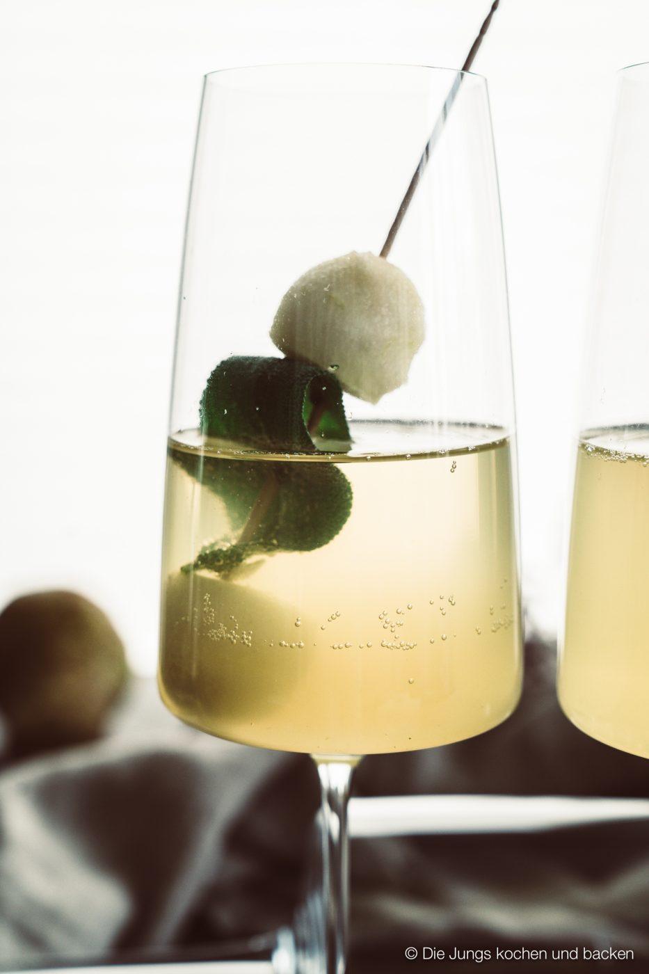 Williams Royale sektcocktail zwiesel 11 | Heute melden wir uns noch ein Mal mit einem letzten Rezeptpost für das Jahr 2019. Und was bietet sich da Schöneres an, als ein toller Drink, den man zwar nicht nur, aber auch zu Silvester servieren kann. Und unser Jahresabschluss Cocktail heißt Williams Royal.