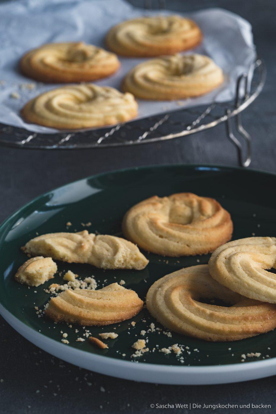 Ein schnelles Rezept für Irische Butterkringel. Mürbe, zartschmelzende Butterkekse ganz pur & simpel! Mit bester irischer Weidebutter! #kekse #backen #cookies #rezepte