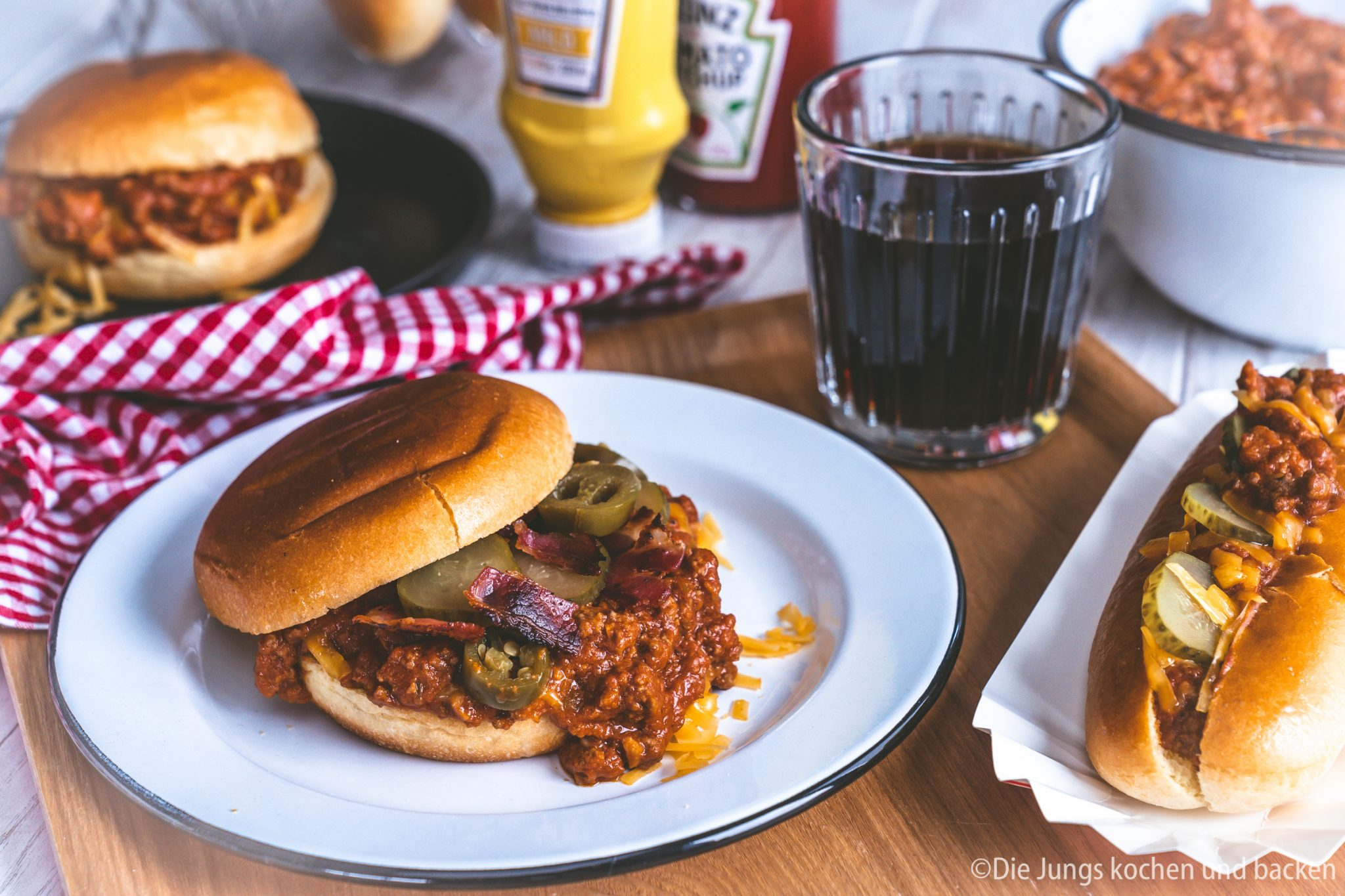 Rezept für Sloppy Joe. Ein amerikanischer Snack, den wir speziell zum Super Bowl zubereitet haben. Schnell gemacht und so lecker ..!