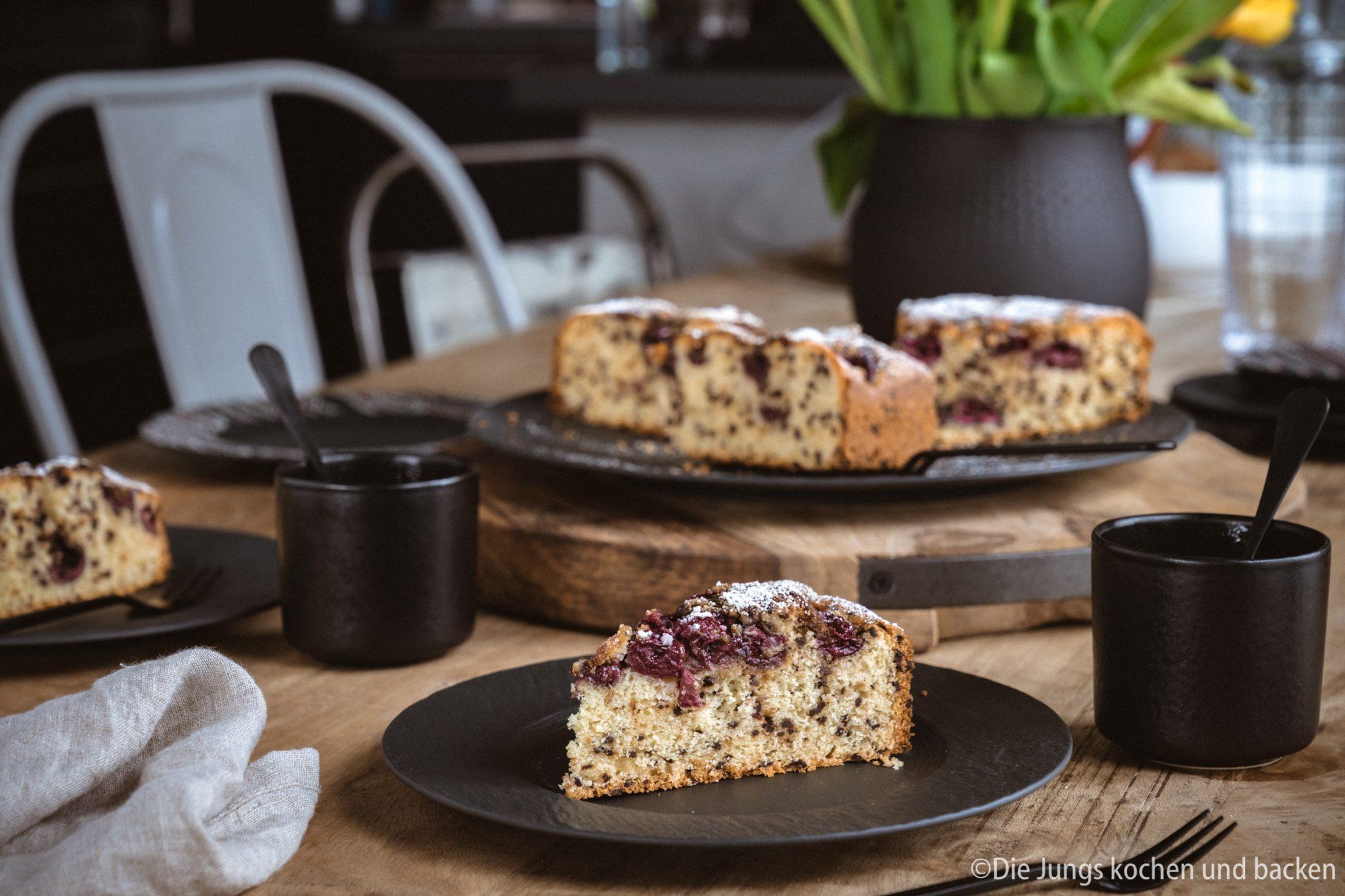 Rezept für einen versenkten Kirschkuchen. Ein schnell und einfach zubereiteter Obstkuchen. Den es immer Sonntags , wenn alle spontan Lust auf Kuchen hatten! #backen #kirschkuchen #rezepte #einfacherezepte