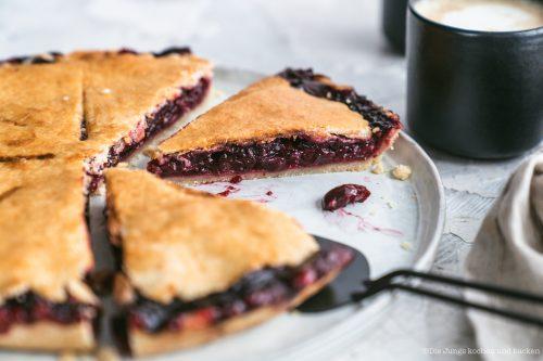 Rezept für einen grandiosen Cherry Pie. Unsere Idee von Tante Mathildas berühmten Kirschkuchen und er ist so einfach zu backen! #rezepte #einfacherezepte #rezeptefürjedentag #foodblogger #schnellerezepte