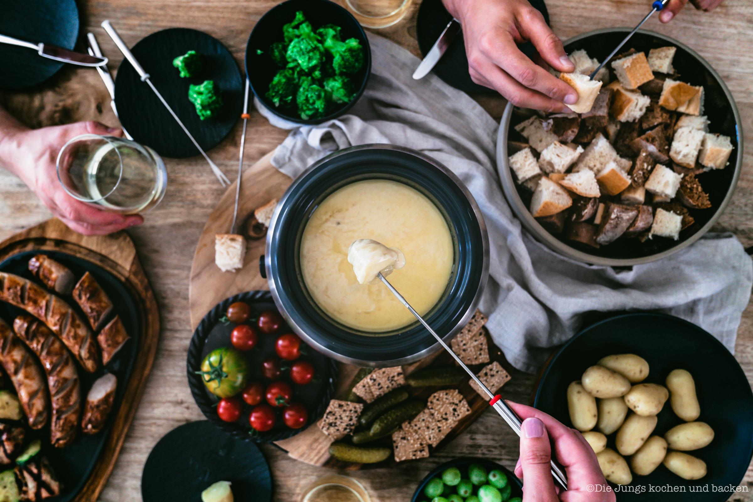 Gedeckter Tisch mit Fondue