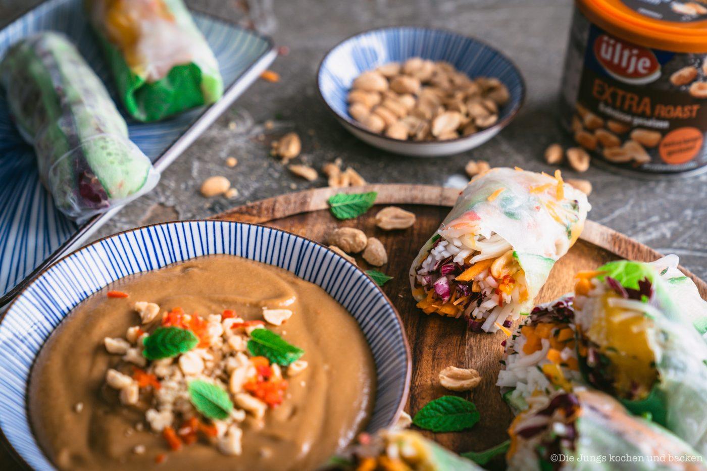 Summer Roll ültje 21 | Wir zelebrieren den Tag der Erdnuss! Was darf bei einer ordentlichen Party nie fehlen? Eine standesgemäße Torte natürlich - in diesem Fall eine Apfel-Erdnuss-Torte. Gemeinsam mit unserem Partnerültjeladen wir euch ein, mitzufeiern, denn die Erdnuss ist jede Party wert. Die Erdnuss gepaart mit Apfel gibt eine wunderbar fruchtige Kombination, die mit einem italienischen Biskuit und einer leichten Buttercreme einfach unwiderstehlich lecker ist.