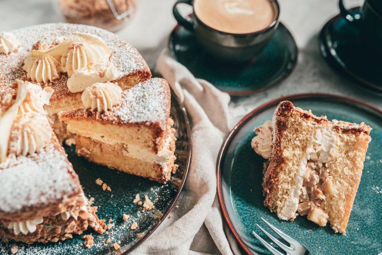 Rezept für eine Apfel-Erdnuss-Torte. Wir feiern den Tag der Erdnuss - denn jede Feier braucht eine anständige Torte zum Genießen.