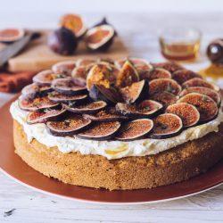 Last-Minute-Rezept füt eine saftige Walnusstorte mit Feigen & Honig. Der perfekte Comfort-Food Kuchen für regnerische, gemütlich Tage!
