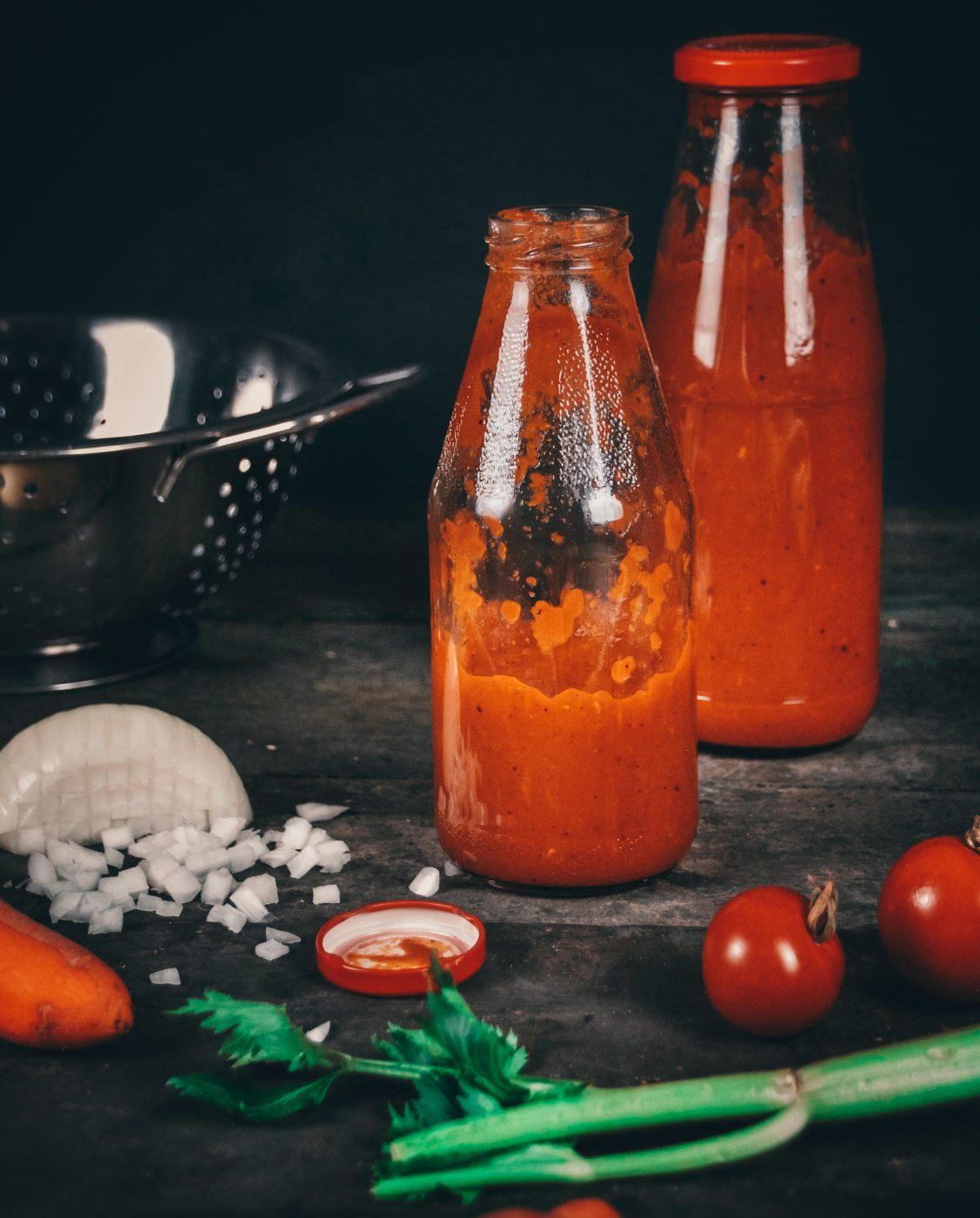 Passata auf Vorrat, dieser Tomatensauce ist der perfekte Alleskönner. Pizza, Pasta & Co. sind so flott gemacht.